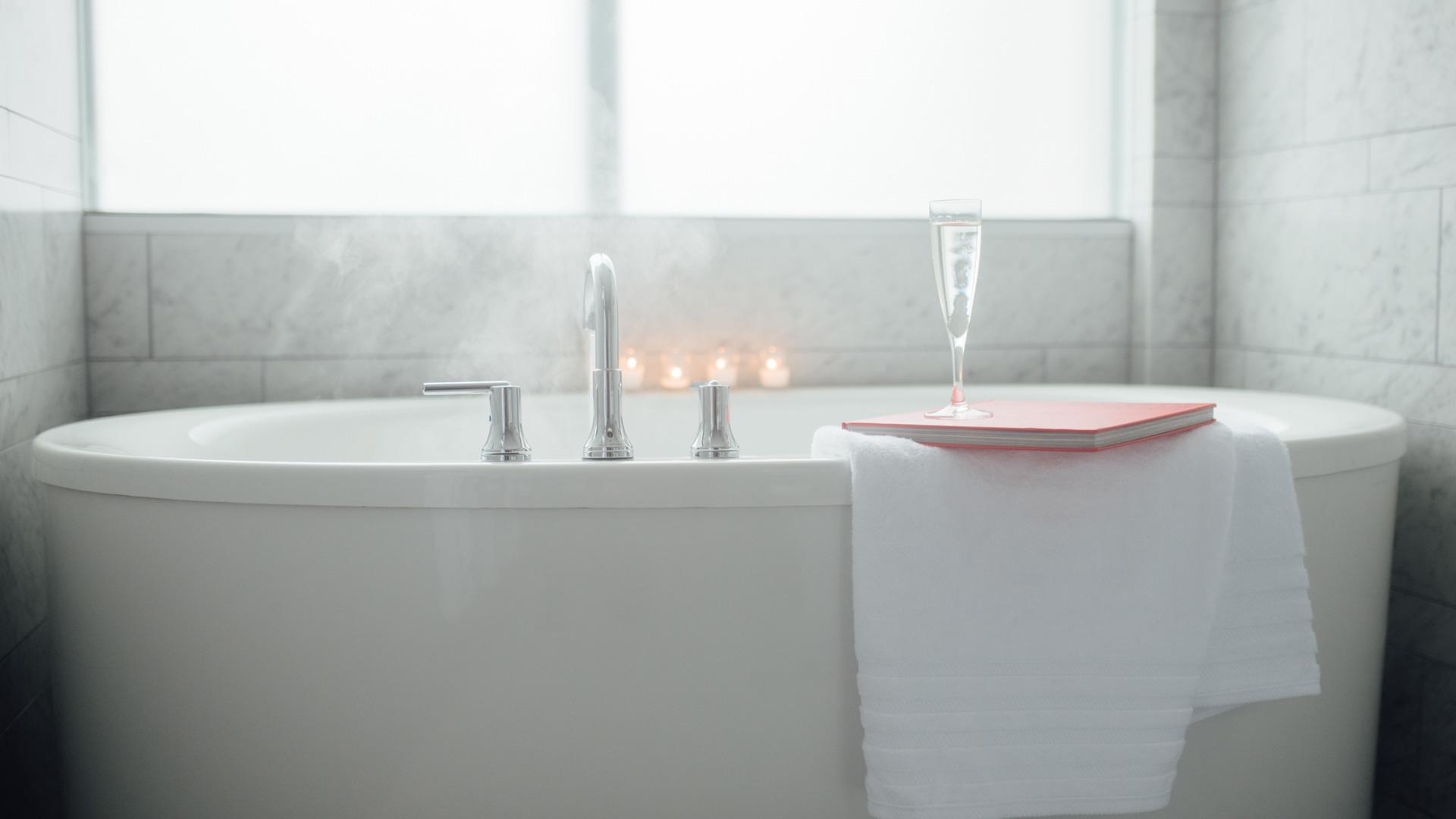 Preston bathtub with champagne glass